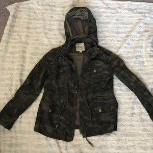 Women's hooded camo jacket